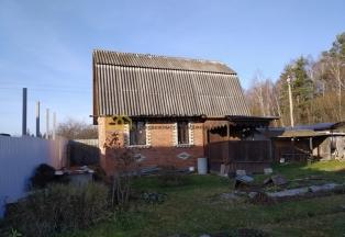 Кирпичный жилой дом с печкой в деревне Доброе, газ по границе.