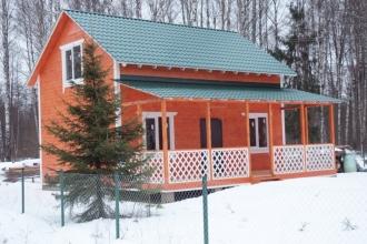 Зимняя новая дача со всеми удобствами, построена из качественного дерева.