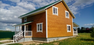 Дом новый брусовой в газифицированной деревне с охраной.